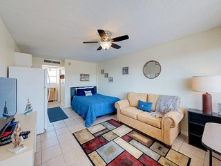 Oceanview studio condo with a shared pool, free WiFi, near the beach!