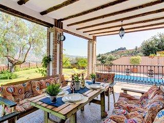 Villa con piscina y hermosa vista a las montañas!