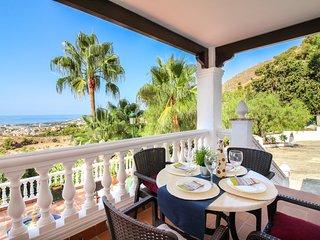 Villa Hermoso, Bonita Villa en la Colina con Piscina