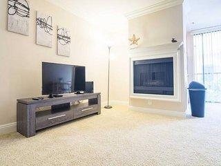 Modern Westwood Apartment