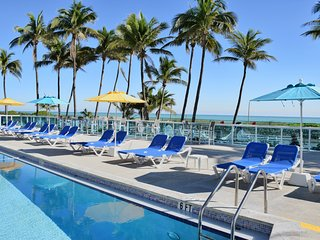 OCEANFRONT BLDG, XXXL 2 BR WITH PRIVATE BEACH, GYM, POOL, TENNIS COURTS