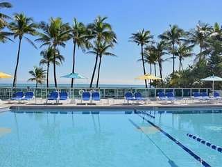 OCEANFRONT BLDG, DELUXE 2 BR,  PRIVATE BEACH, TENNIS COURTS, GYM, FREE TROLLEY