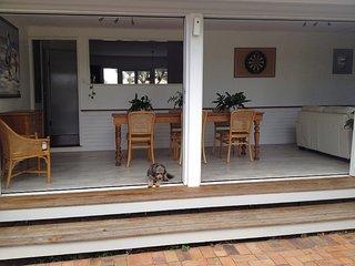 Hampton Cottage- delightful cottage bring your dog!