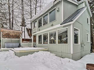 NEW! 1BR Cabin W/Hot Tub 1 mi from Alyeska Resort!