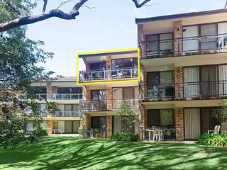 36 'Bay Parklands', 2 Gowrie Avenue - close to the water with pool & spa & tenni