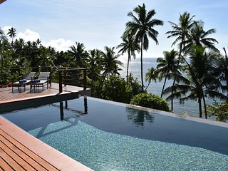 Island Breeze, absolute beach front luxuary home complete with infinity pool.