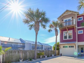 Spacious oceanview home with shared pool only moments from the beach!