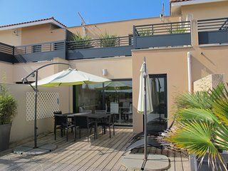 3 bedroom Villa with Air Con, WiFi and Walk to Beach & Shops - 5036246
