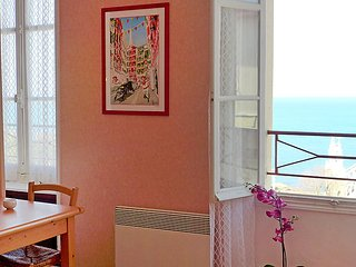 1 bedroom Apartment with WiFi and Walk to Beach & Shops - 5035523