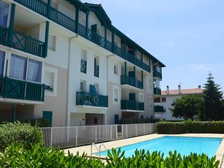 2 bedroom Apartment with Pool, WiFi and Walk to Beach & Shops - 5029645