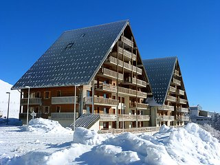 2 bedroom Apartment in Super Besse, Auvergne-Rhone-Alpes, France : ref 5028898