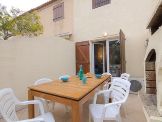 2 bedroom Villa with Air Con, WiFi and Walk to Beach & Shops - 5050293