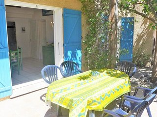 2 bedroom Villa in Saint-Pierre-sur-Mer, Occitania, France : ref 5050465