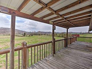 Rogersville Barn Apt on 27 Tranquil Acres w/ Pond!
