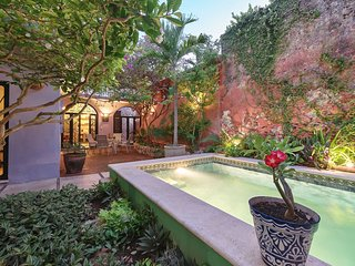 Colorful, tranquil hideaway in the central historic district