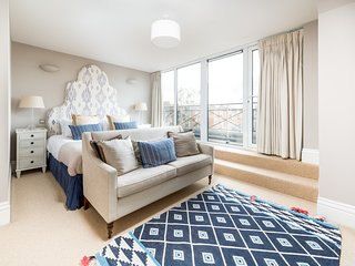Luxury Battersea Park Home with Stunning Views