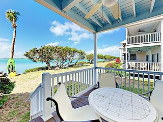Island Retreat 2BR Waterfront Villa w/ 2 Balconies & Aquamarine Ocean Views