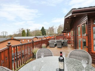 LAKELAND VIEW LODGE, hot tub, patio, pet friendly. Ref: 972679