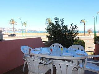 0087-MIRABLAU Apartamento enfrente de la playa con piscinas comunitarias