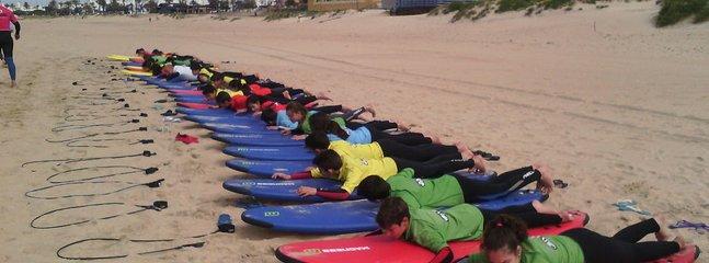 Se peueden realizar multiples actividades en los alrededores de la casa. Aqui surf en la barrrosa.