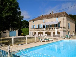 Large Country House, Private Heated Pool, WiFi, Games Room, 5 Bedrooms