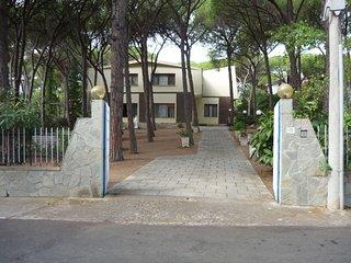 Santa Margherita Pula - La Perla Marina Appartamento piano primo in villa 8 pers