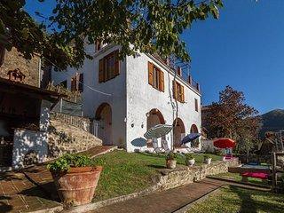 3 bedroom Villa in Lugnano-Monti di Villa, Tuscany, Italy : ref 5311574