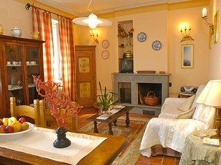 2 bedroom Apartment in Cortona, Tuscany, Italy : ref 5239447