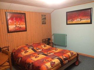 Logement au calme (chambre spacieuse kitchenette et salle de bains