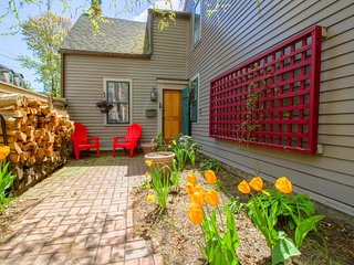 Charming vintage home in Harbor Village with furnished patio & gas grill!