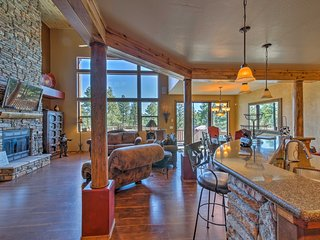 Show Low Cabin + Loft w/ Huge Deck on Golf Course!