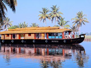 Ostrich Dream Cruise, A/c Houseboats, Alleppey