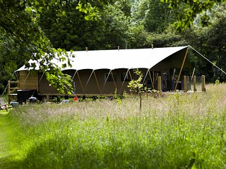 Aeron Safari Lodge