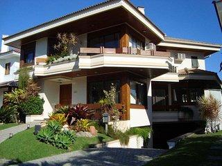 Casa ideal para familia ou grupo de amigos!!! PROMOCAO