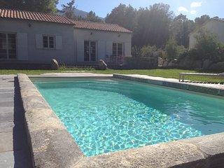 Maison centre Corse  CORTE avec piscine privative dans domaine de 20 Ha arbore