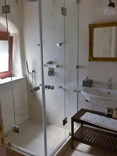 en suite with shower jets