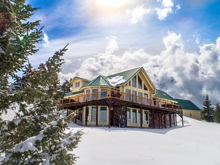 Secluded Log Home On 23 Acres atop The Historic Bozeman Pass.