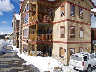 Spyglass 4B, lower floor conveniently located to Happy Valley, Big White