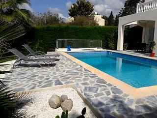 3 Bedroom Villa Coral Bay - Villa Maria