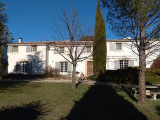 Luberon luxury country house with heated pool