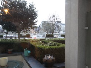 New flat direct river views, terrace, wifi