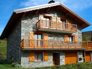 chalet Le Flocon 210 m2 avec jacuzzi sauna hammam wifi terrain garage parking