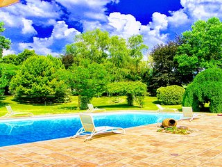 Luxury 2 bedroom/2 bedroom cottage.Pool. Country estate, 1 km to Spoleto central