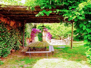 Luxury 1 bedroom/1 bedroom cottage.Pool. Country estate, 1 km to Spoleto central