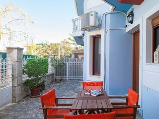 Modern Apartment with garden dining in Lefkada