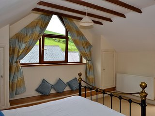 Light and airy bedroom - watch the sheep grazing on the hillside and the red kite from your bed.
