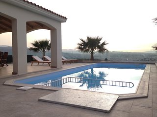 Villa with amazing view and pool. Close to city center but far from other homes!
