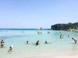 Villa Lucia a pochi passi dal mare fino a 16 posti letto.