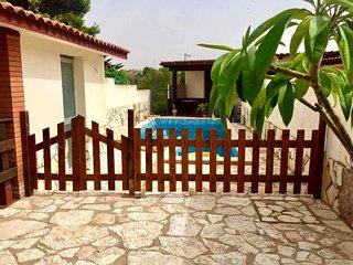 AL069 Villetta con piscina privata 8 posti climatizzata con parcheggio