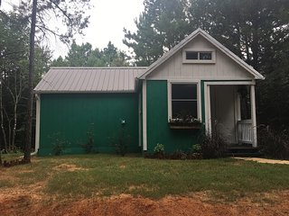 PARADISE COTTAGE in the Piney Woods